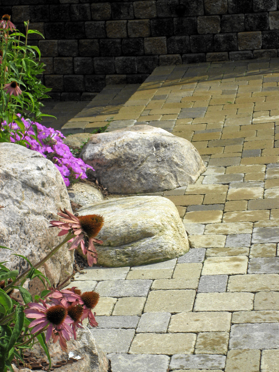 Rock_paver_mix_landscaping